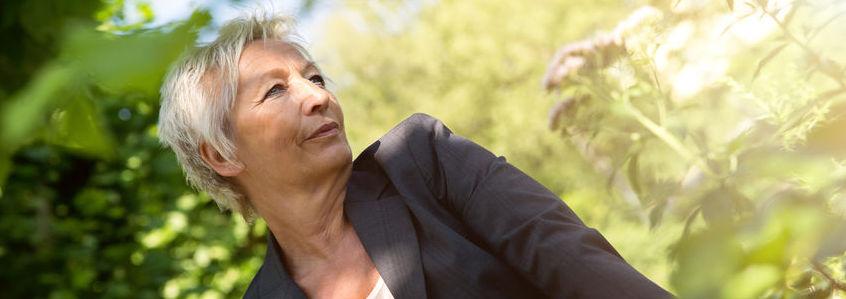 Vrouw, borstkanker werken, gezond energiek